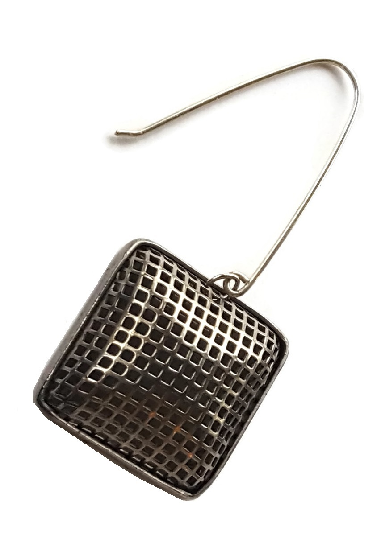 single chex silver mesh earring