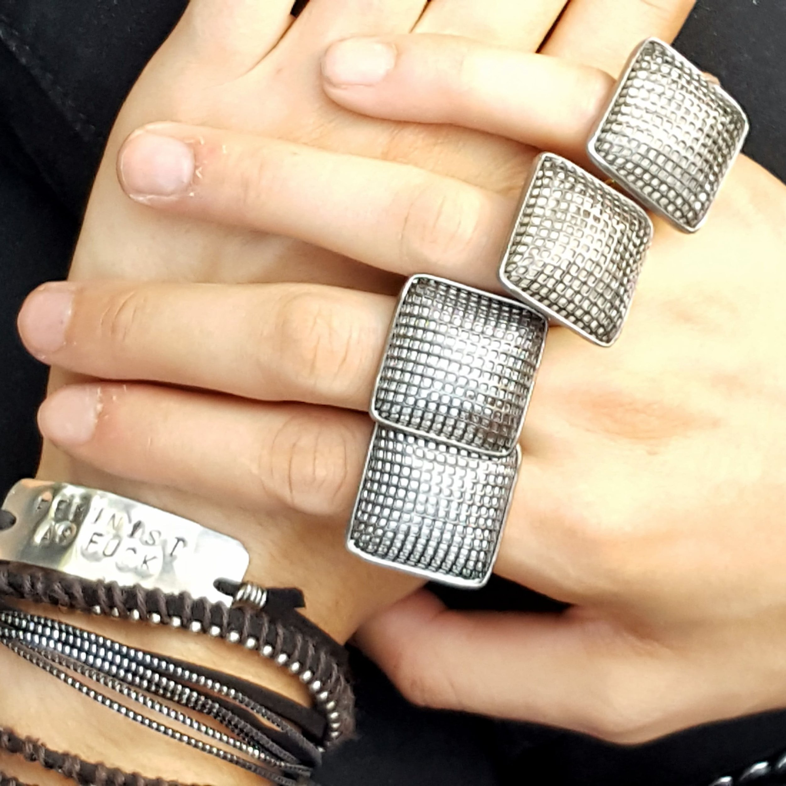 chex silver mesh adjustable rings on model