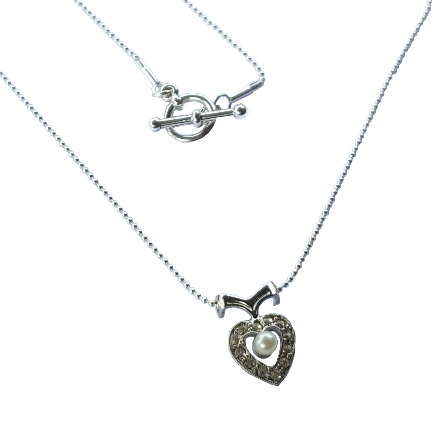 Sweet silver heart necklace with clasp.