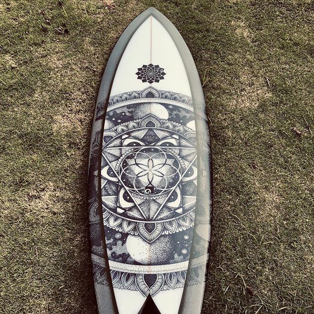 Santa came early for @buruquena_hendrix Stoked to deliver this 5'6 Torus Twin just in time for the holidays and incoming swell. . . . . . . . . #garymcneillconcepts #rtt #torustwin #toruschannel #santacameearly #xmasgifttome #xmasgift #twinfin #ecoboard #recycledfoam #flextechcarbon #surfboard #surfboards #newsurfboard #surflife #surf #surfing #surfboardart #aboriginalart #protecttheocean #la8surf #puertoricosurf #trueamesfins #garymcneillfins