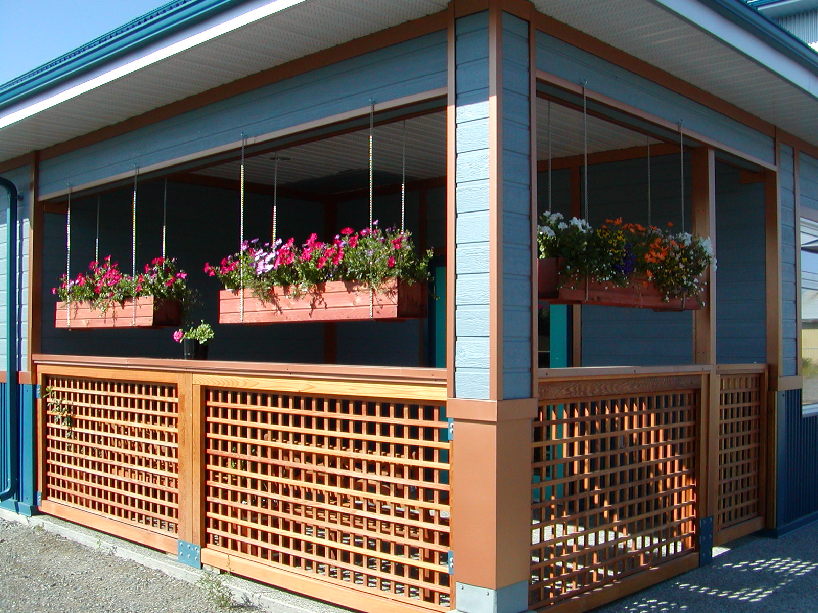 Our outdoor porch can be used to examine dogs who feel nervous inside the clinic environment.