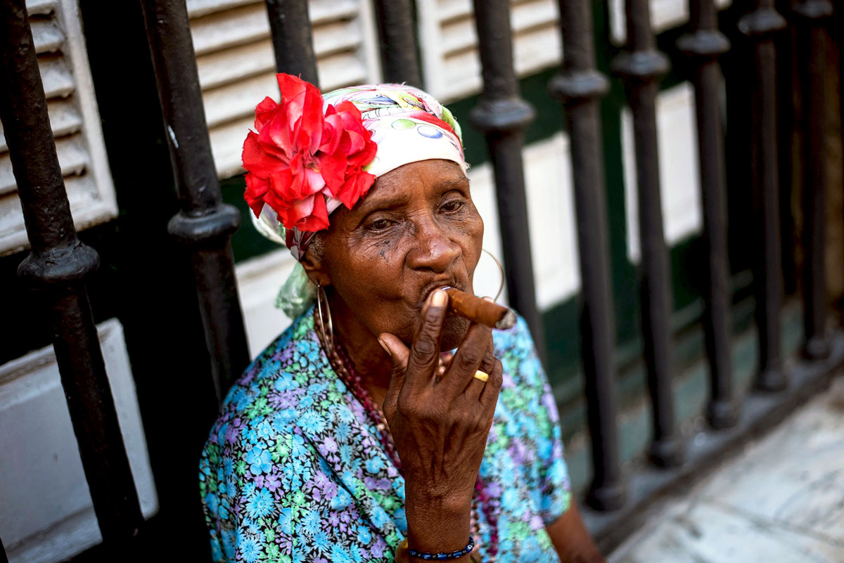 Ebco-Cuba-Cigar-woman.jpg