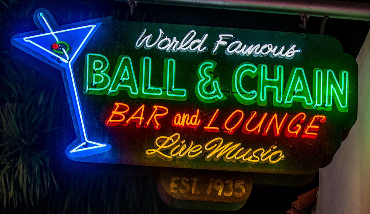 Ebco-Havana-Neon-ballChain.jpg