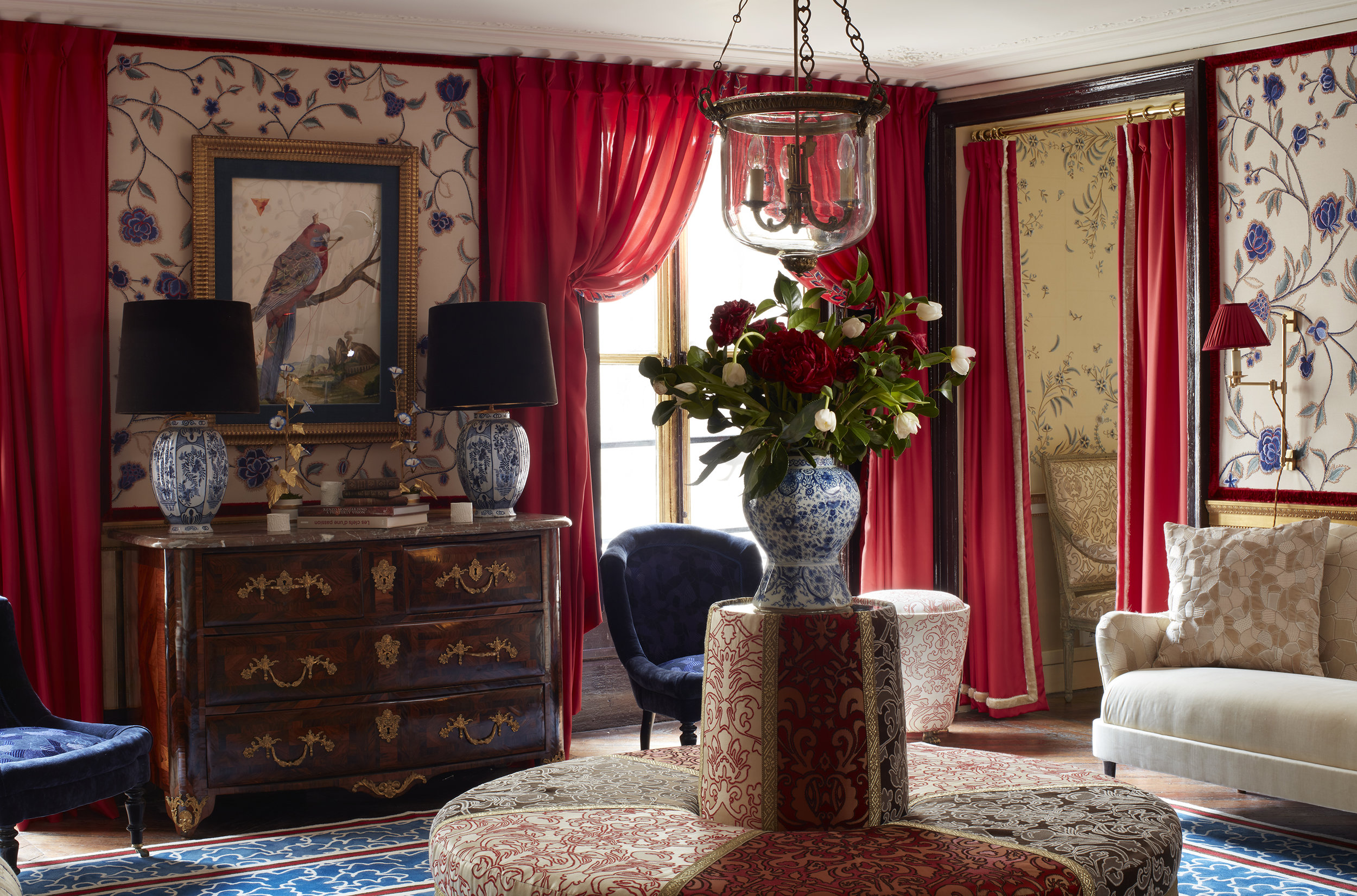 de Gournay hand embroidered 'Flora' wallcovering and 'Sarafan' hand embroidered damask from Salon Privé by Alessandra Branca. Photo credit: Simon Upton