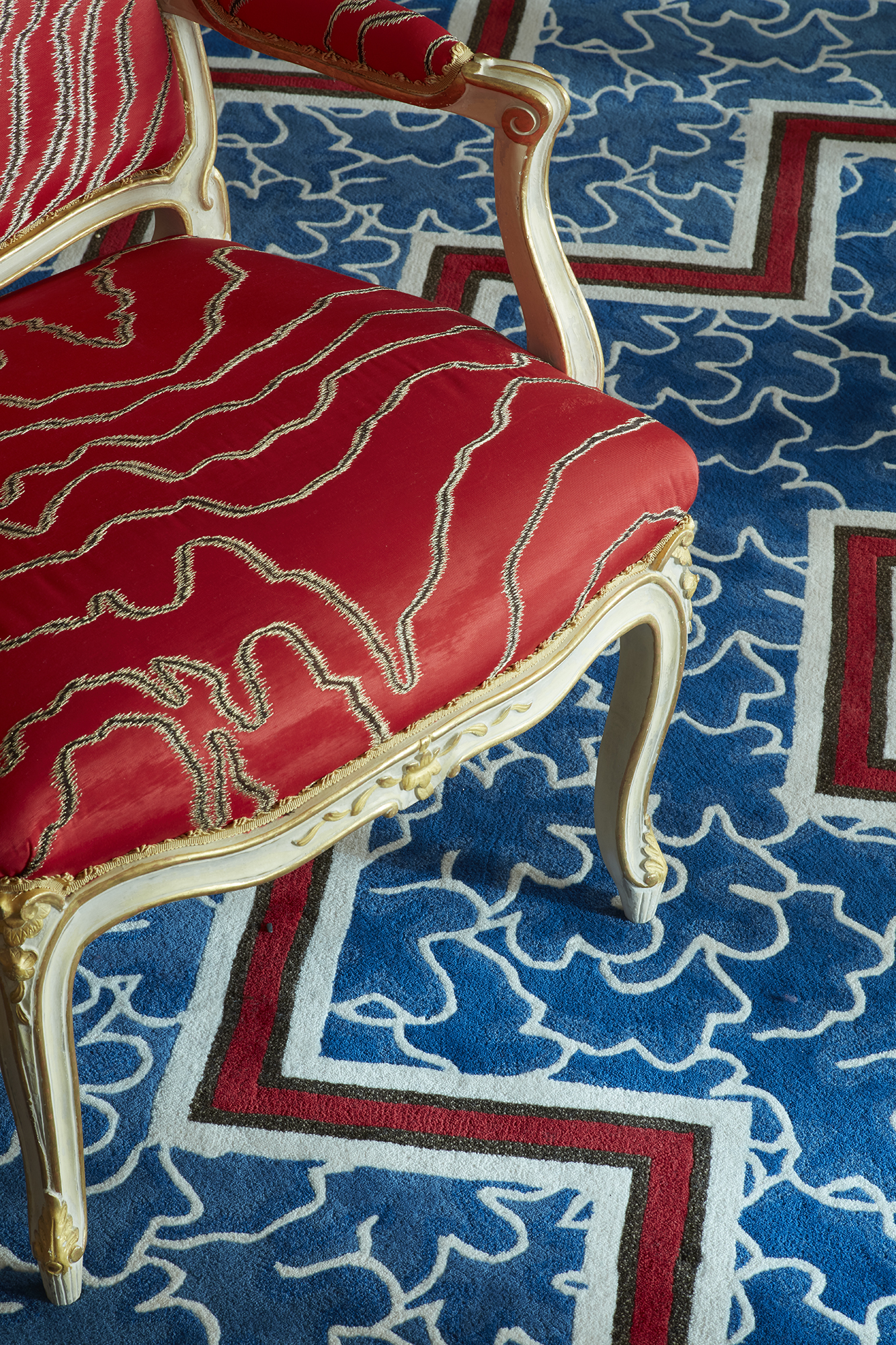 de Gournay hand embroidered 'Faux Bois' upholstery from Salon Privé by Alessandra Branca. Photo credit: Simon Upton