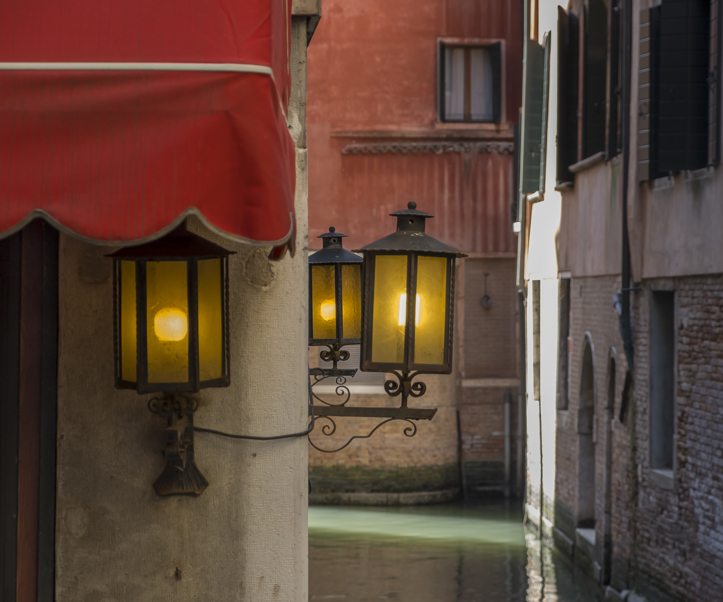 Venice-Walls&Lights-20140525-DSCF6291.jpg