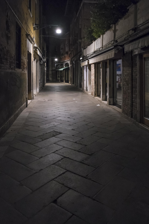 Venice-EmptyAlley-20140523-DSCF5858.jpg