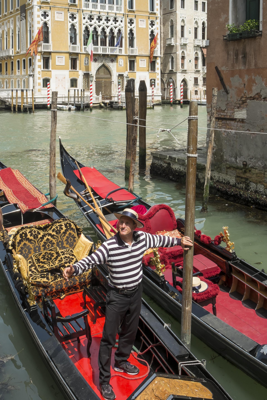 Venice-Gondolier-20140522-DSCF5788.jpg