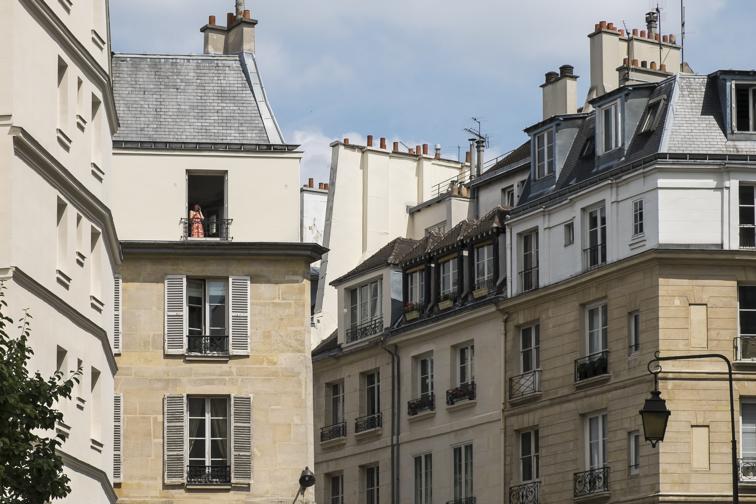 Paris-WomanInWindow-20130706-DSCF3422.jpg