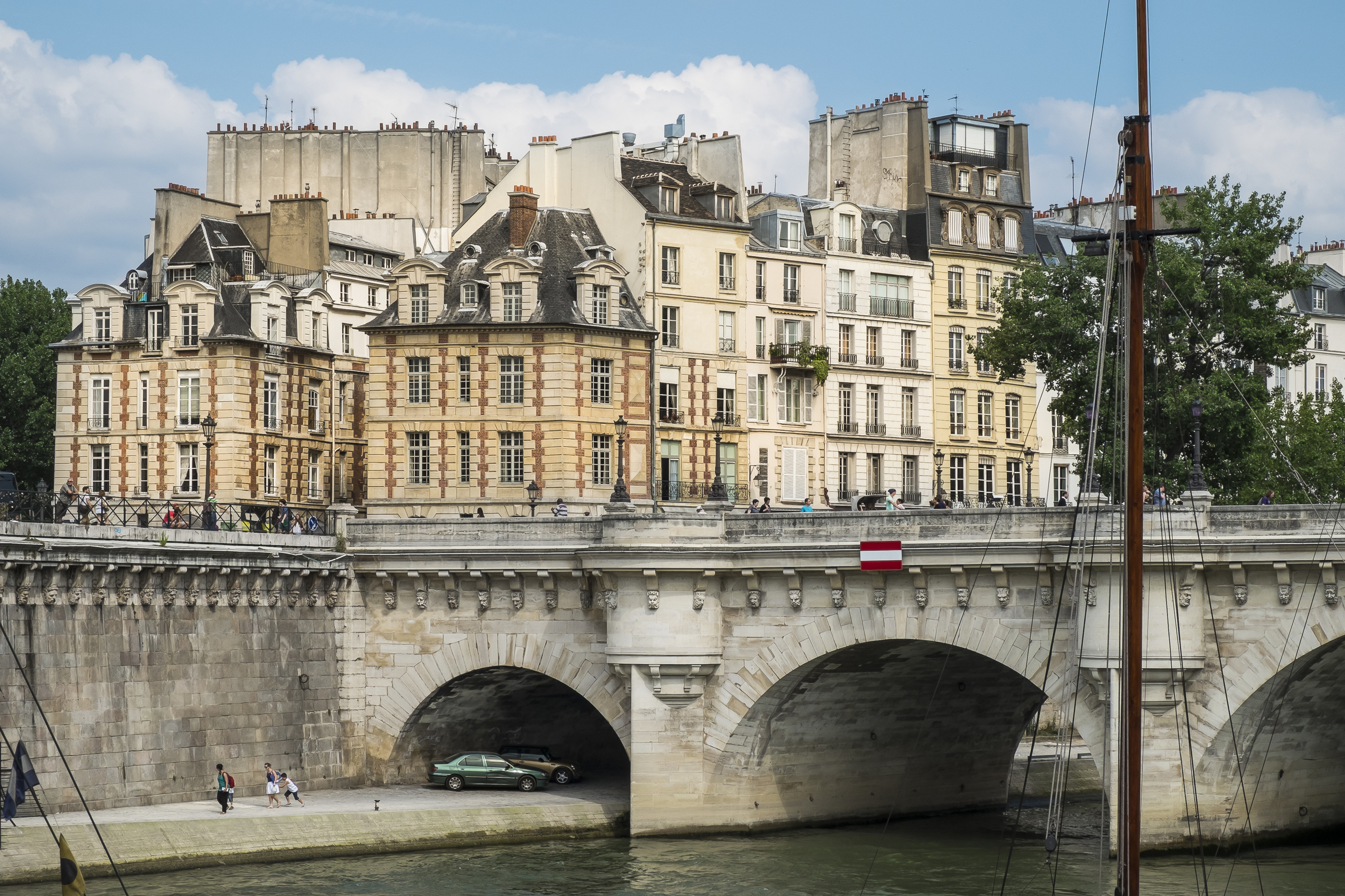 Paris-PontNeuf-Île de la Cité-20130706-DSCF3472.jpg