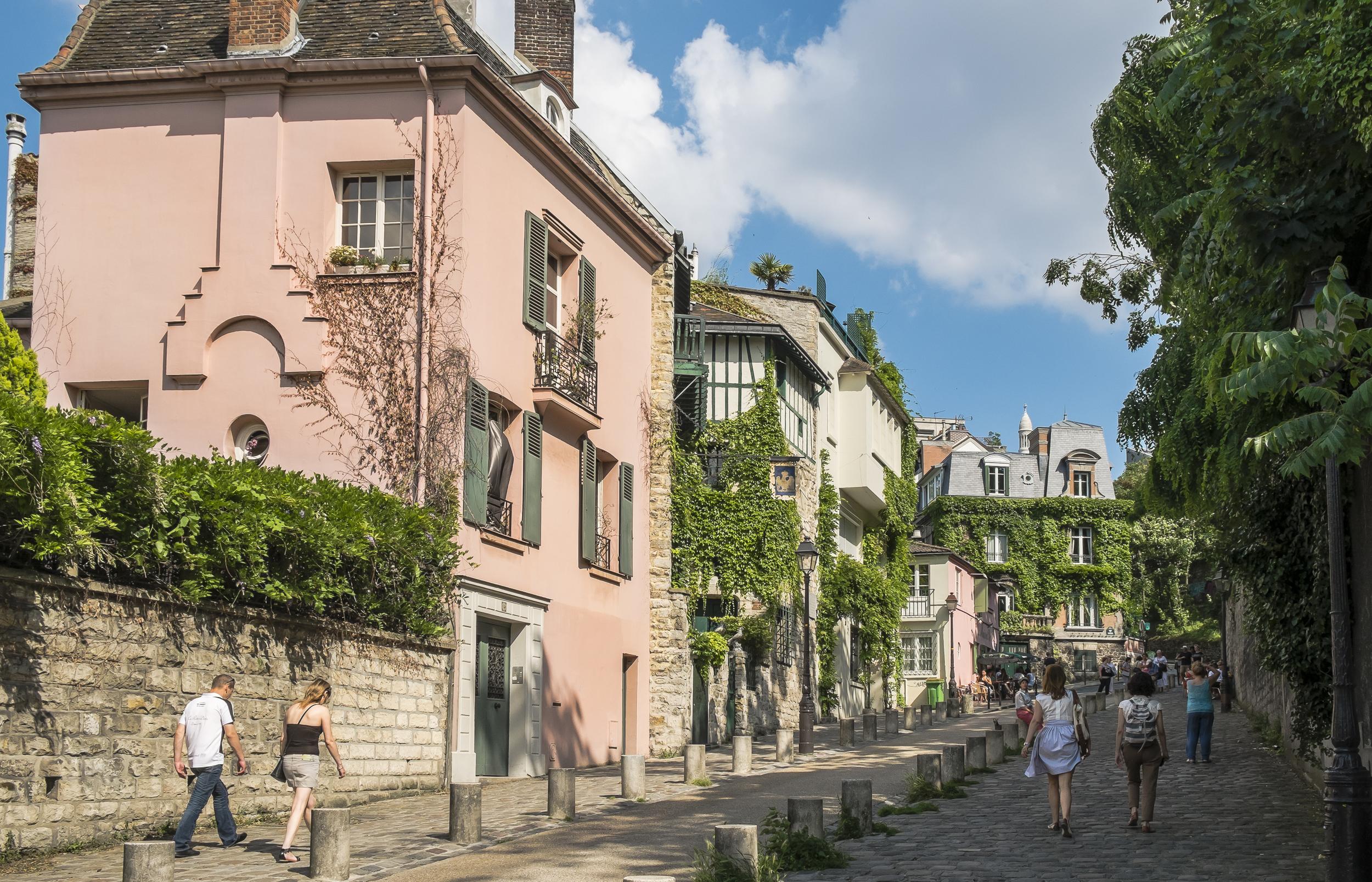 Paris-MontmartreStreet-20130707-DSCF3613.jpg