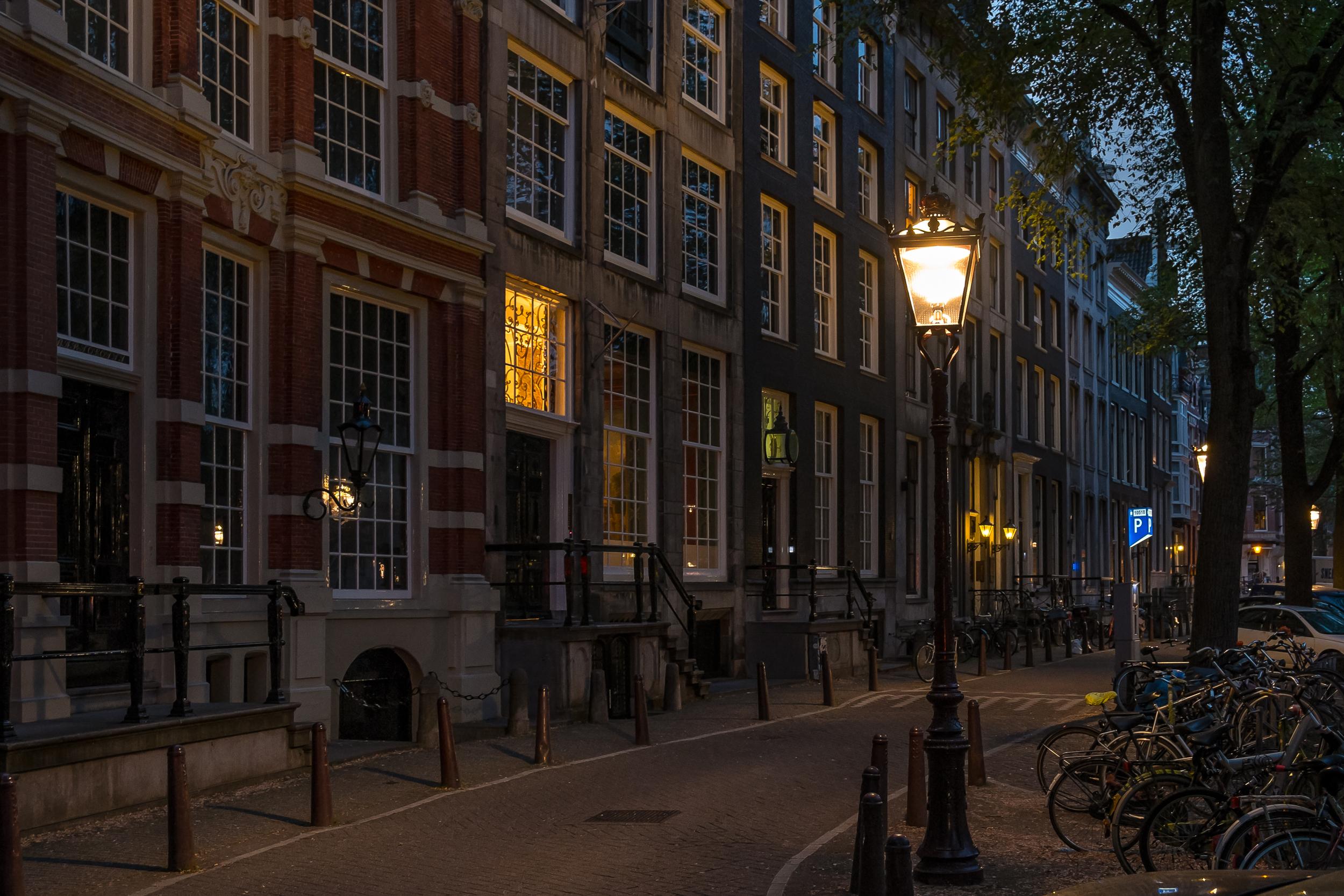 Amsterdam-NightStreet-20130619-DSCF0956.jpg