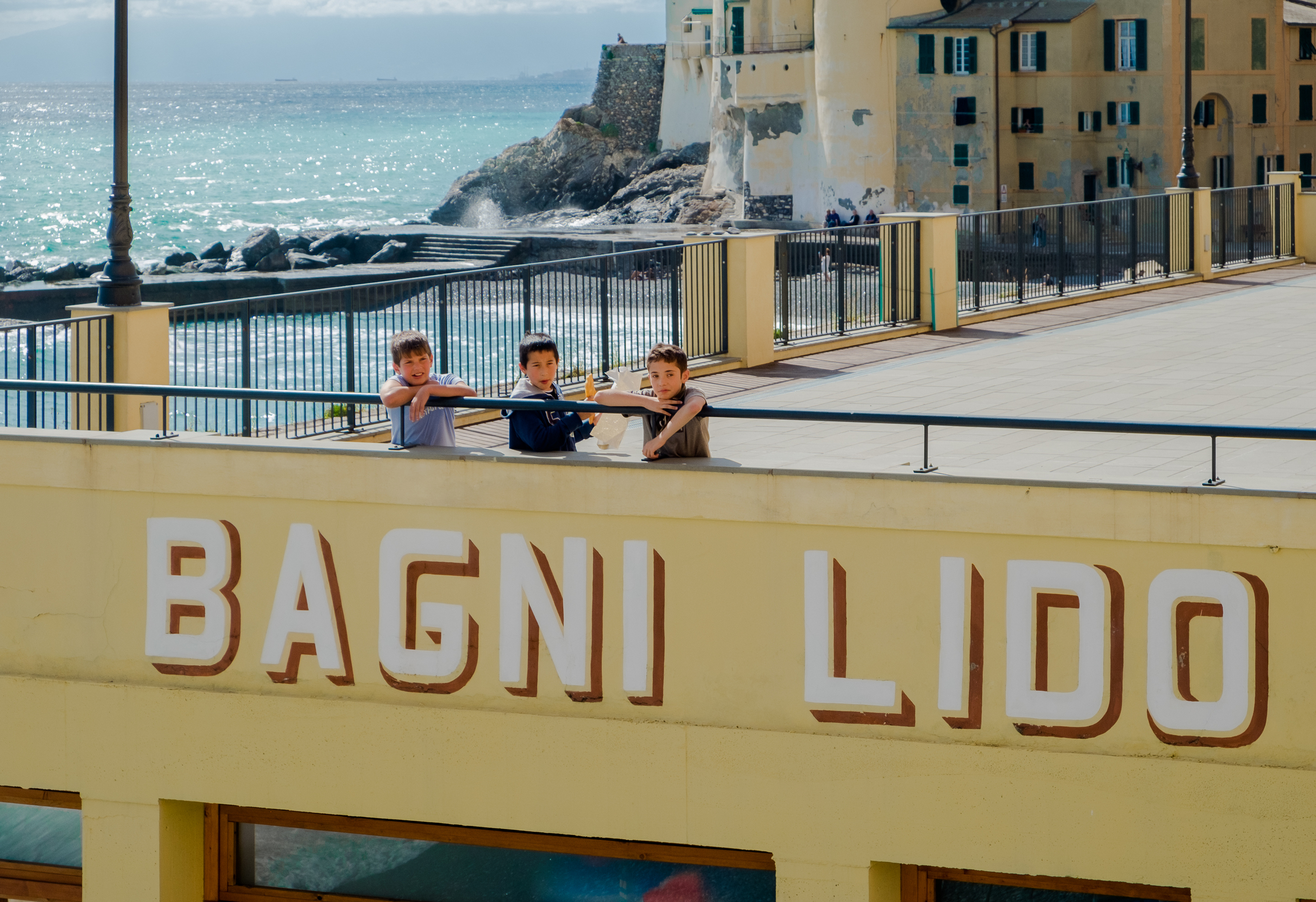 Local kids, Camogli