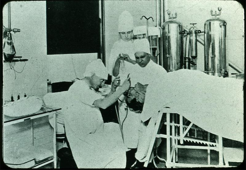 Chevalier L. Jackson performs Recumbant bronchoscopy