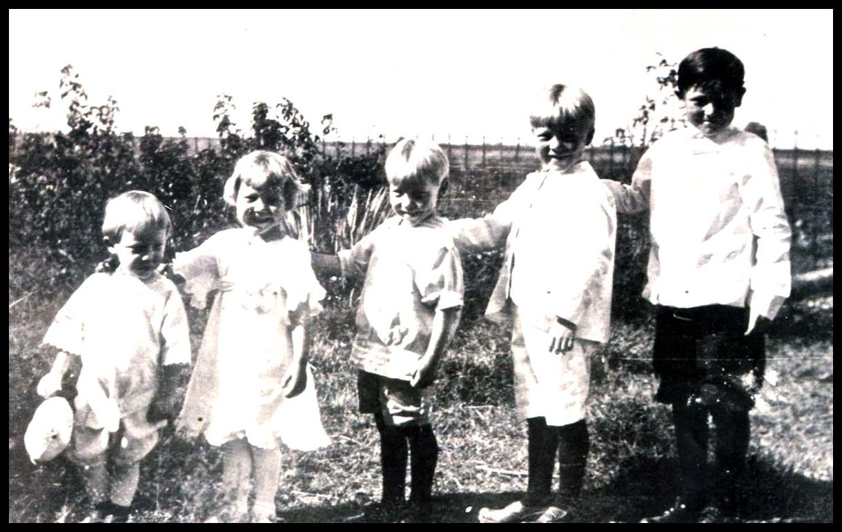 Hellman children, 1914 (Rudy is on the right)