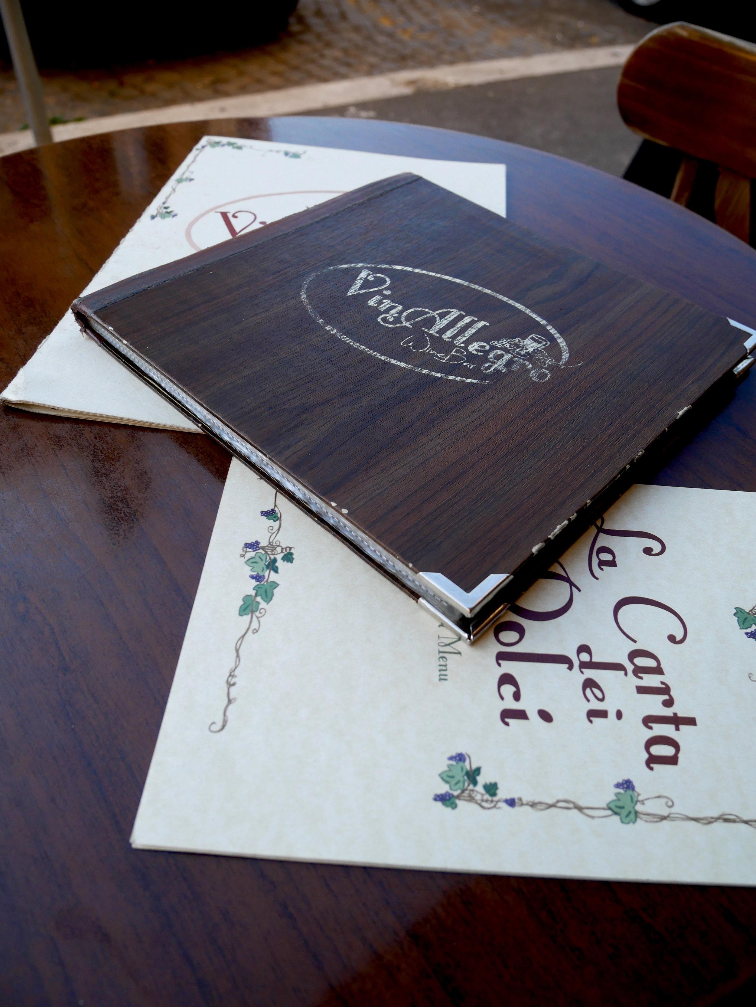 VinAllegro Trasteveressa tarjoili maukkaan lounaan terassilla