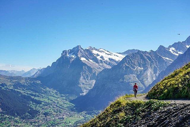 Rainy and misty Monday morning makes me missing the sunny days in the Alps.  #mountaingirls #switzerlandwonderland #swissalps #seikkailijattaret #vaellus #matkailu