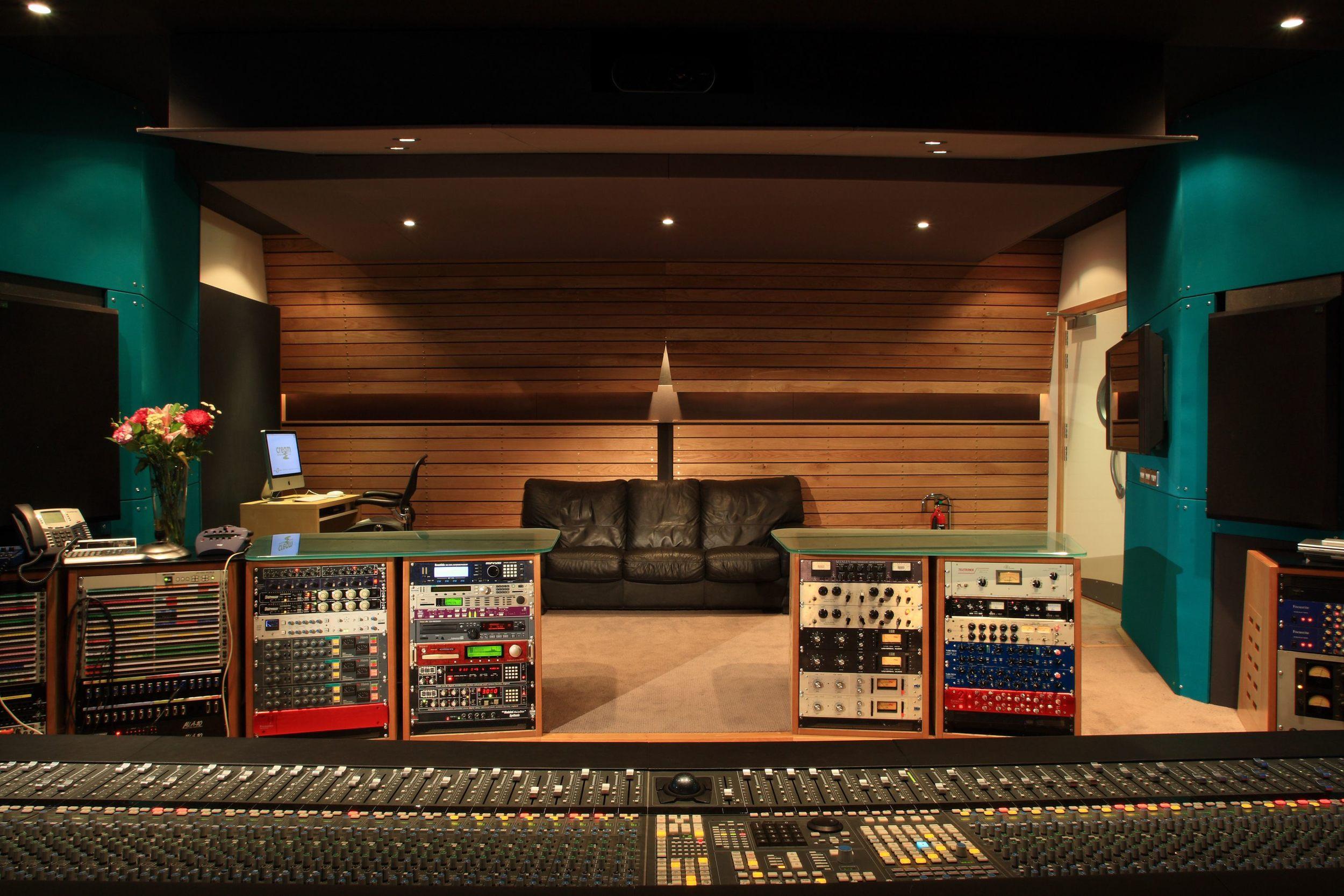 Cream Studio 005 2008.jpg