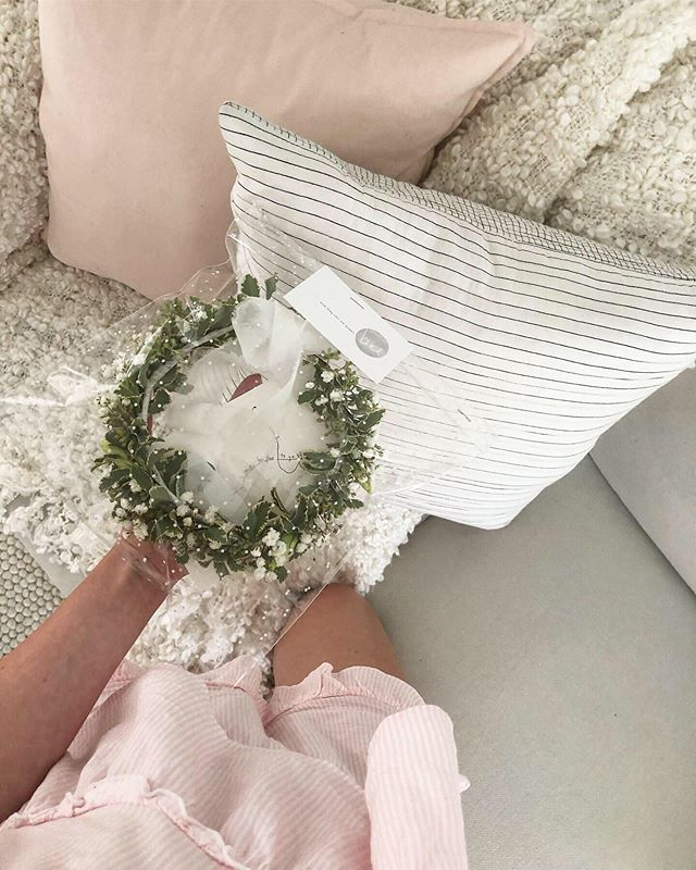 A sweet little Ella-sized crown in greens and whites 🤭🥰😍 .
