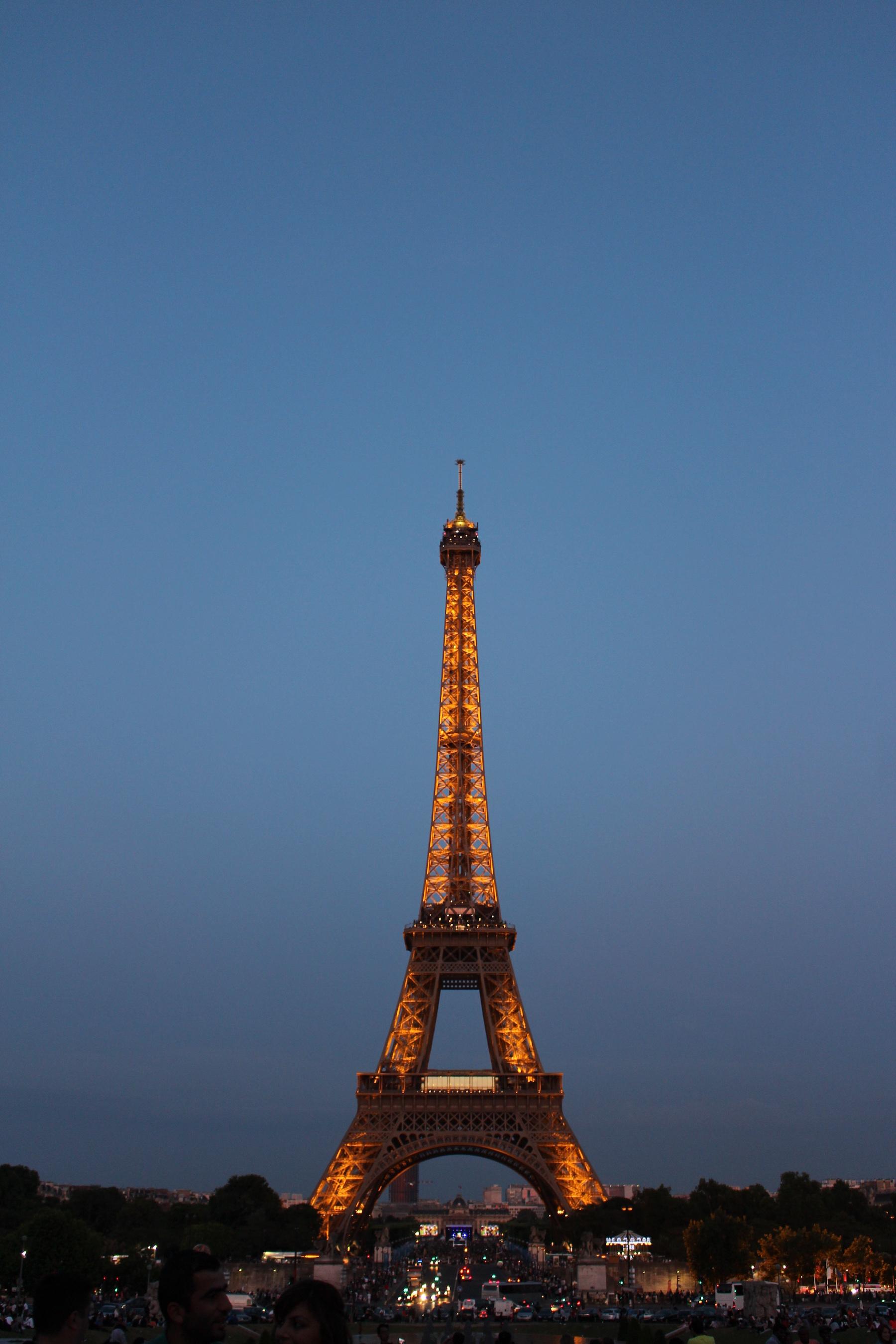 Paris leuchtet wieder. Nein, es strahlt. Als Ort globalen Gemeinsinns im 21. Jahrhundert. © Unsplash/Christian Battaglia