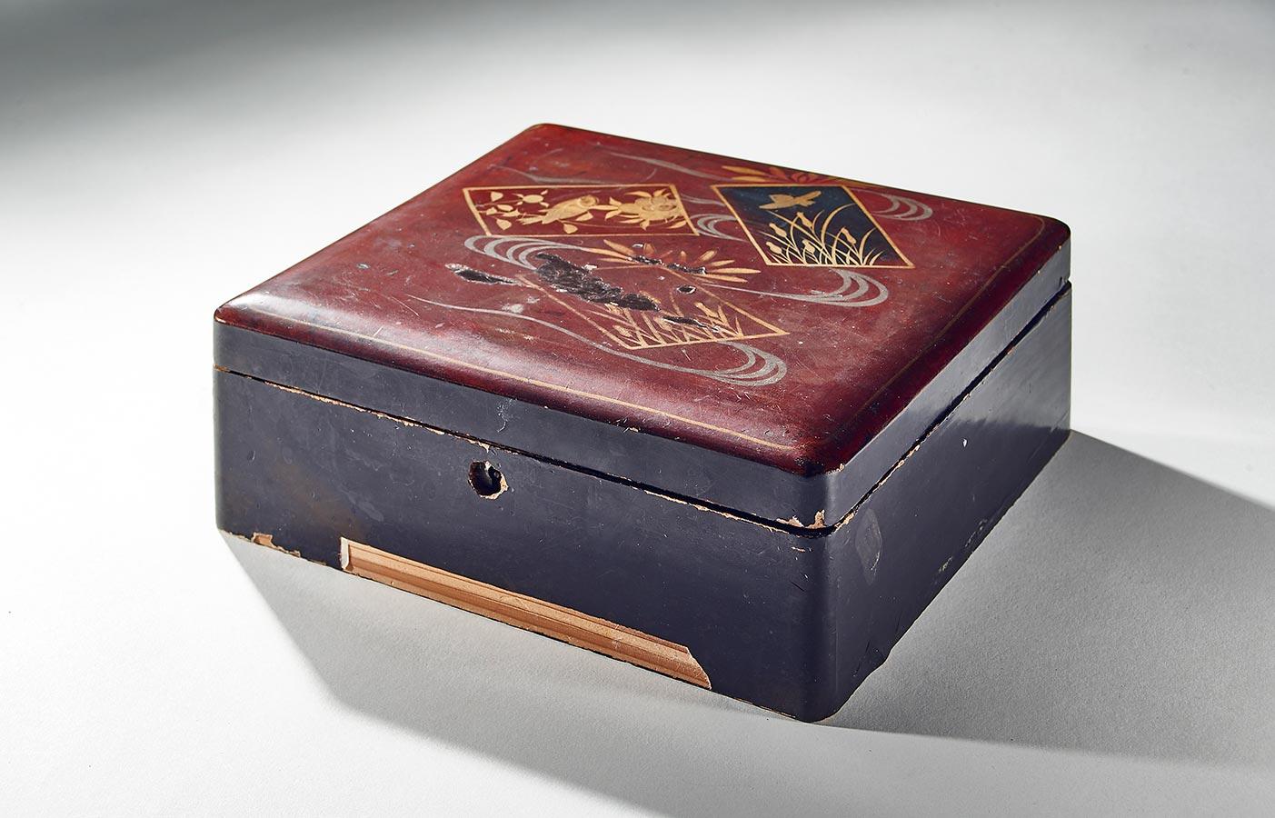 Boîte en bois d'Indonésie / Holzkästchen aus Indonesien, 21x18x8cm