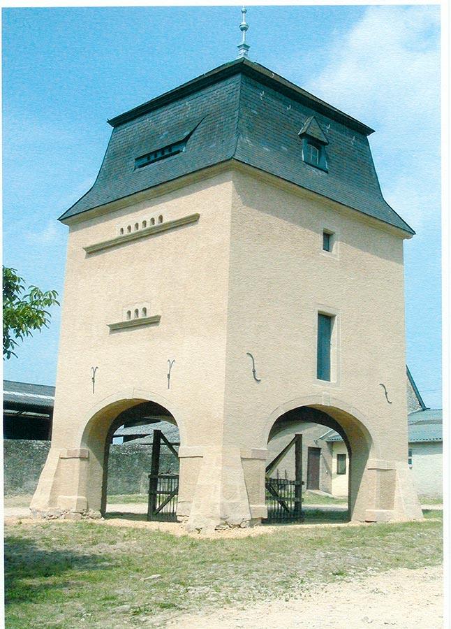Colombier après restauration / Taubenturm nach den Restaurierungsarbeiten, Birelerhof, Sandweiler, 2004 © Jos Feller, Sandweiler