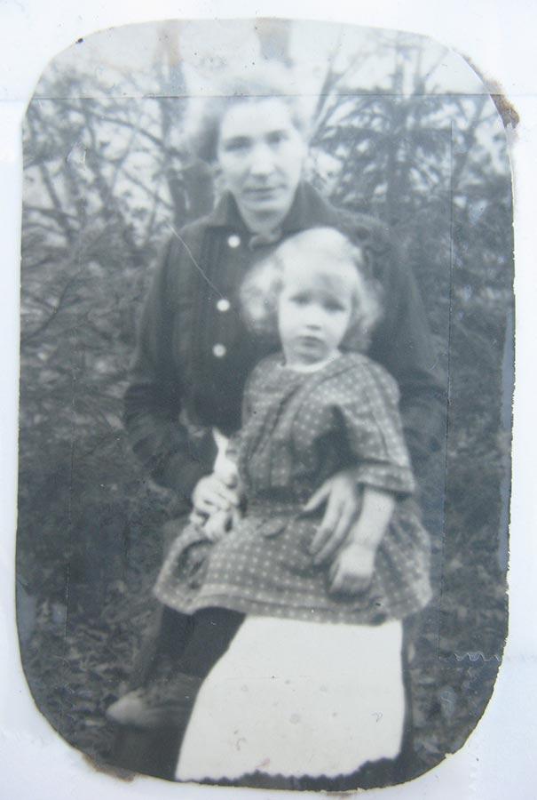 Gertrud Schmitz et sa nièce / und ihre Nichte Gertrud Elisabeth Schmitz, ca. 1917 © photographe inconnu, droits réservés