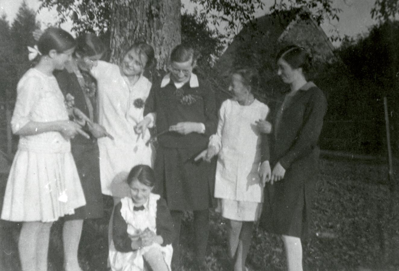 Les filles Schmitz et leurs amies ca. 1925 © photographe inconnu, droits réservés