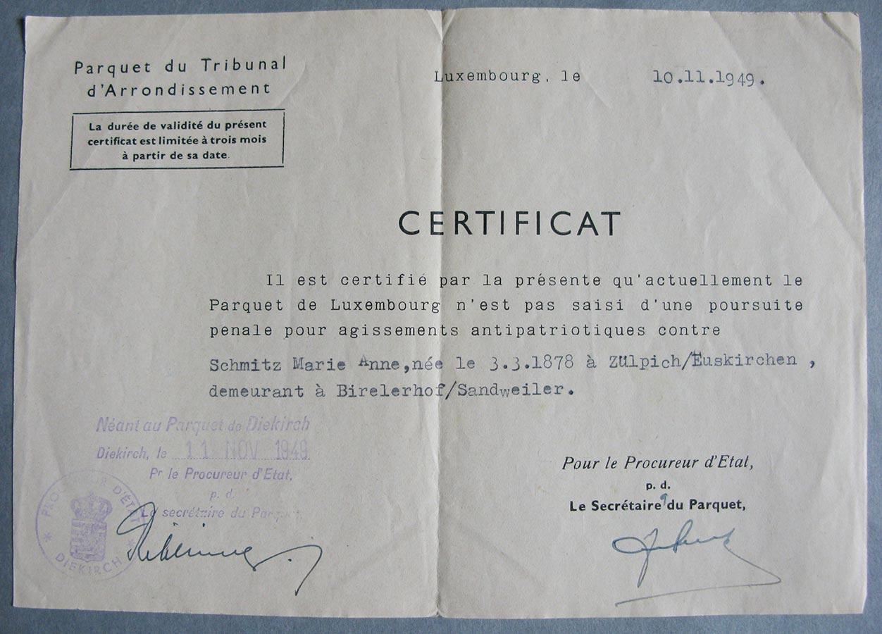 Certificat du Tribunal d'Arrondissement pour non poursuite pénale pour agissement antipatriotique contre / Bescheinigung des Bezirksgerichts für keine Strafverfolgung wegen antipatriotischem Verhalten gegen Schmitz Marie Anne, 1949