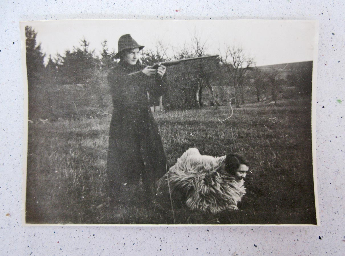 Déguisement; chasseur et son chien / Verkleiden; der Jäger und sein Hund © photographe inconnu, droits réservés