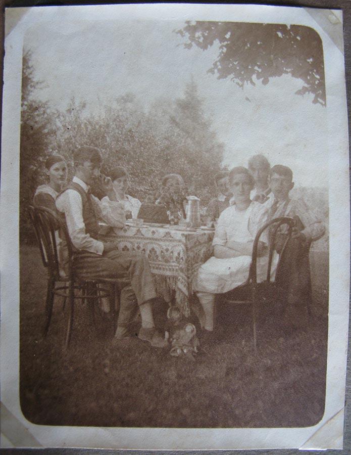 Birelerhof, autour un bon café et un gâteau / Bei Kaffee und Kuchen, 1926 © photographe inconnu, droits réservés