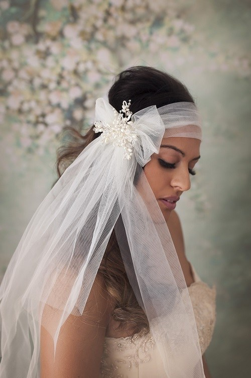 bandeau bow veil with pearl detail