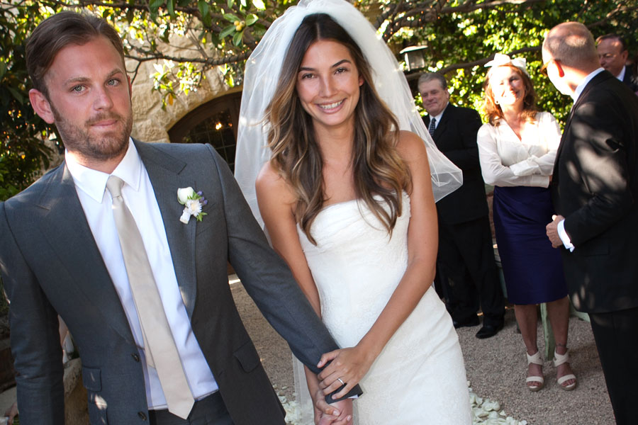 lily aldridge opted for simple elegance with her short veil. photo: NME