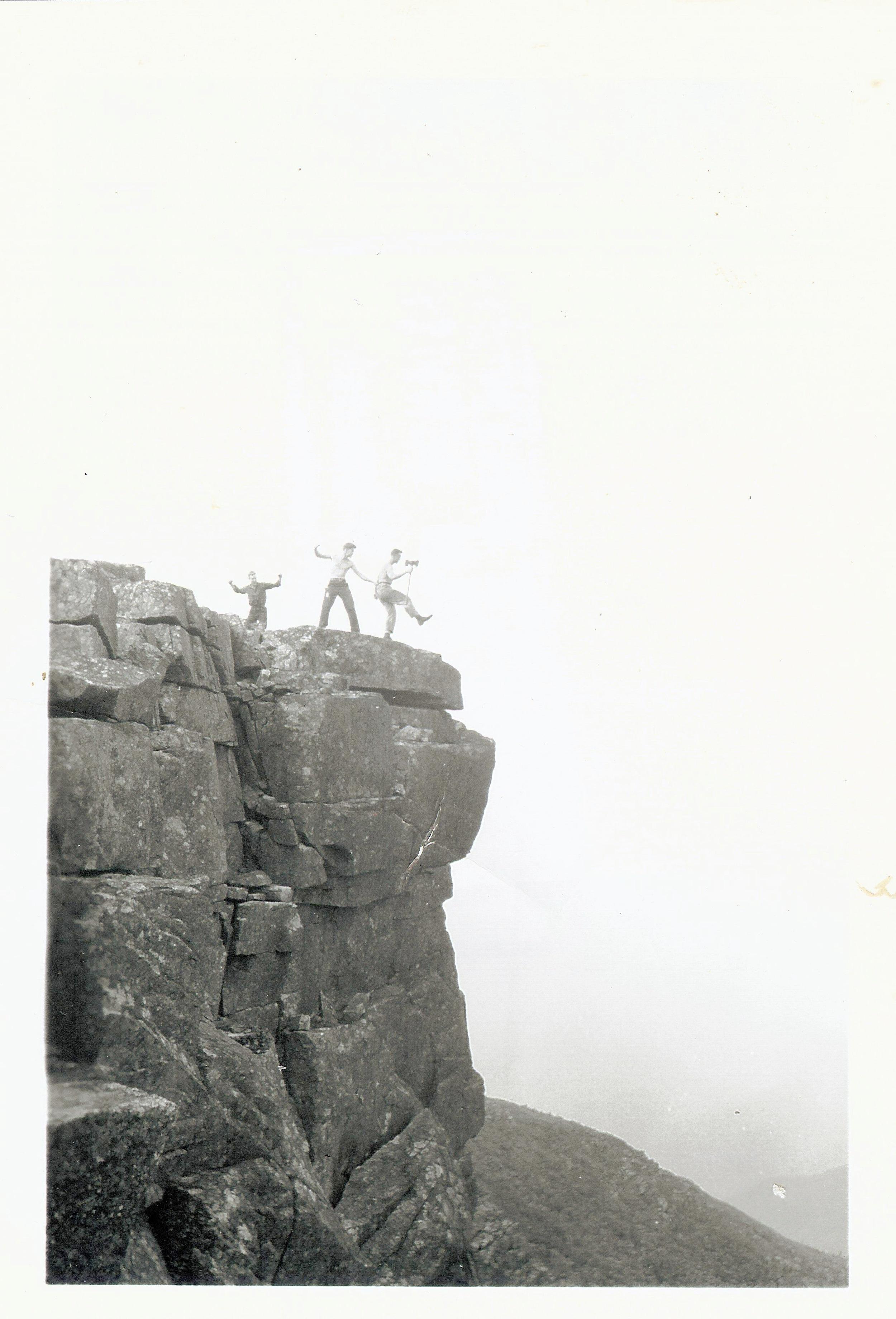 1940's - Crew on Bondcliffs