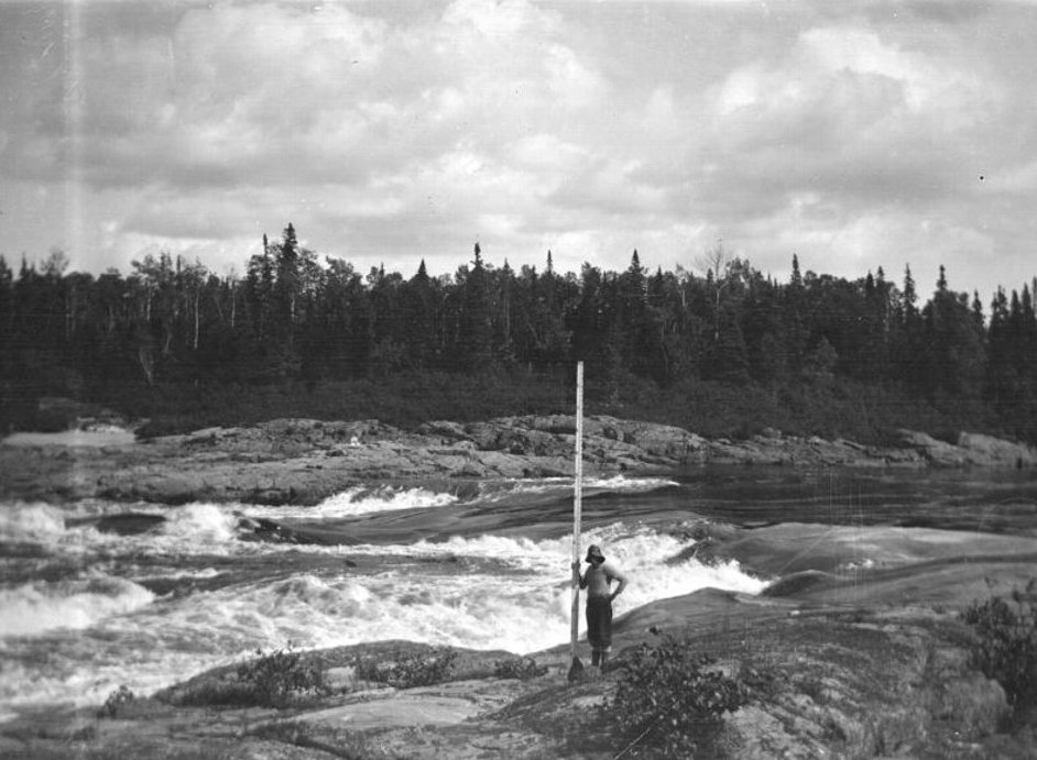 Surveying the Manicouagan River: 5th rapids of the first falls., Bibliothèque et Archives nationales du Québec