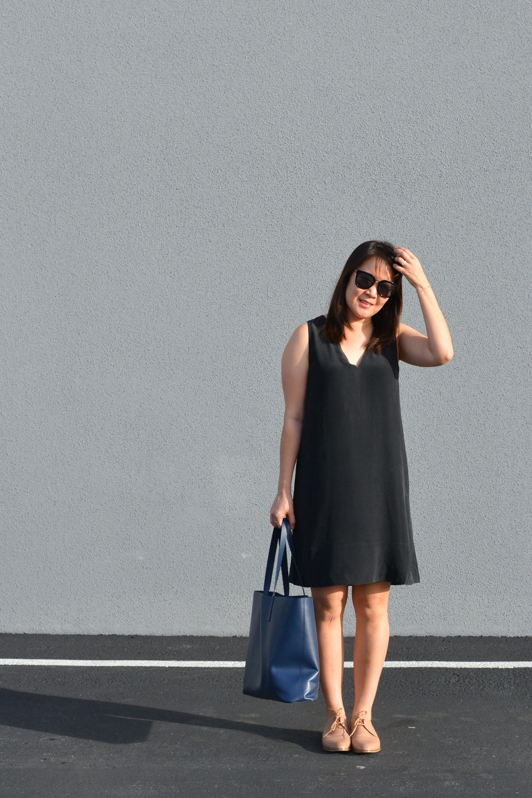 Everlane Review The Double-Lined V-Neck Silk Dress (2 of 3)-min.jpg