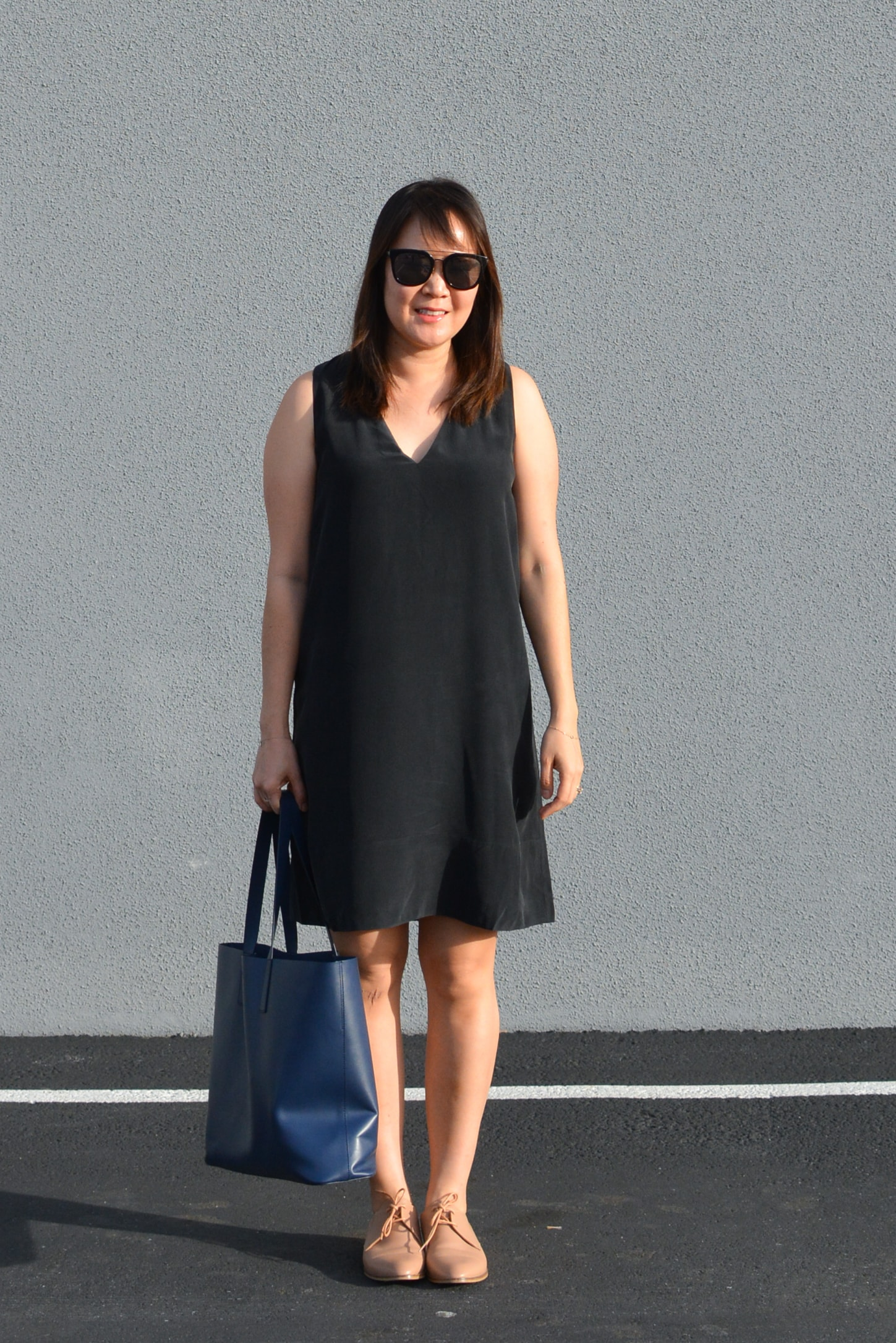 Everlane Review The Double-Lined V-Neck Silk Dress (1 of 3)-min.jpg