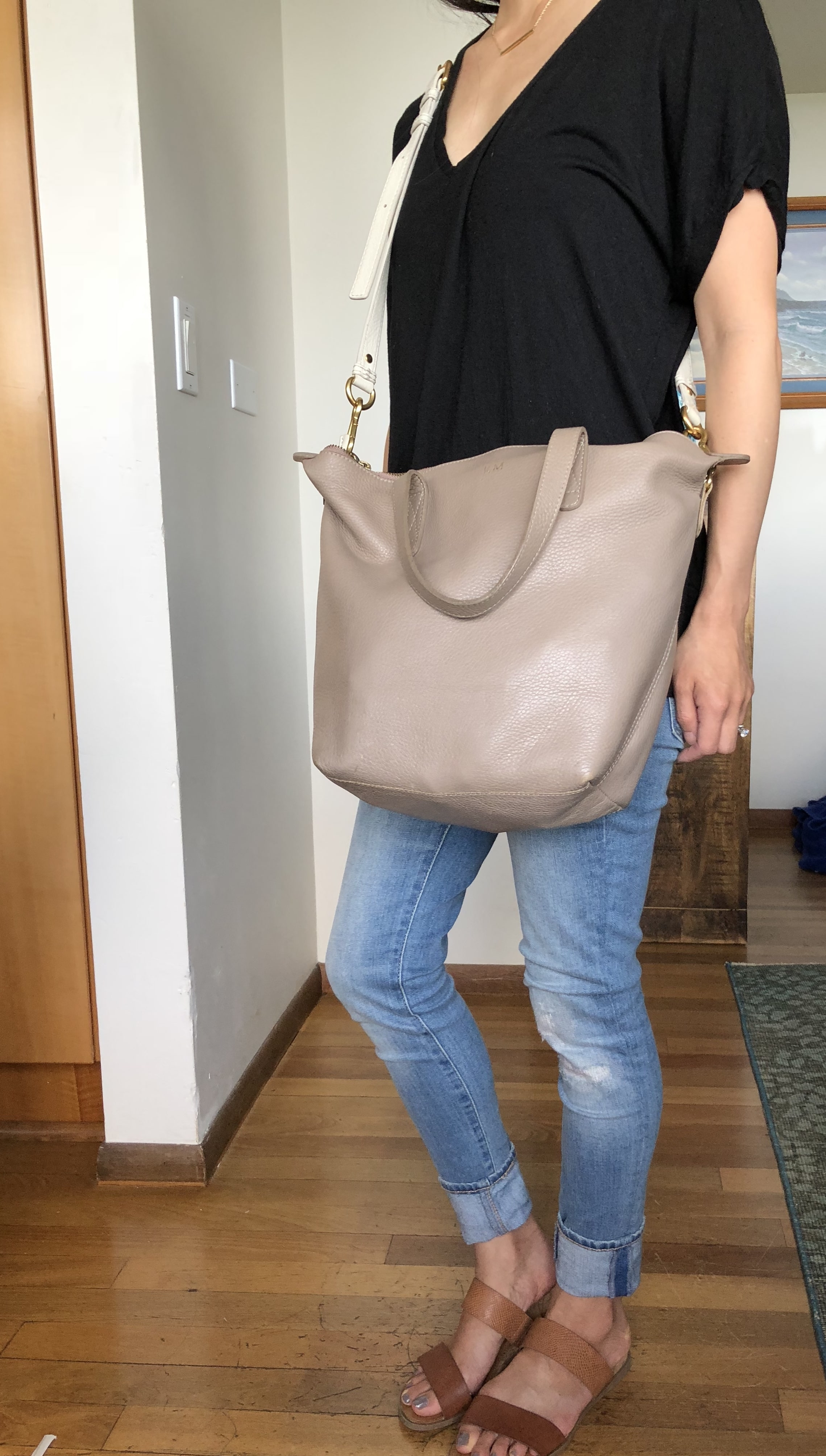 Cuyana classic tote review