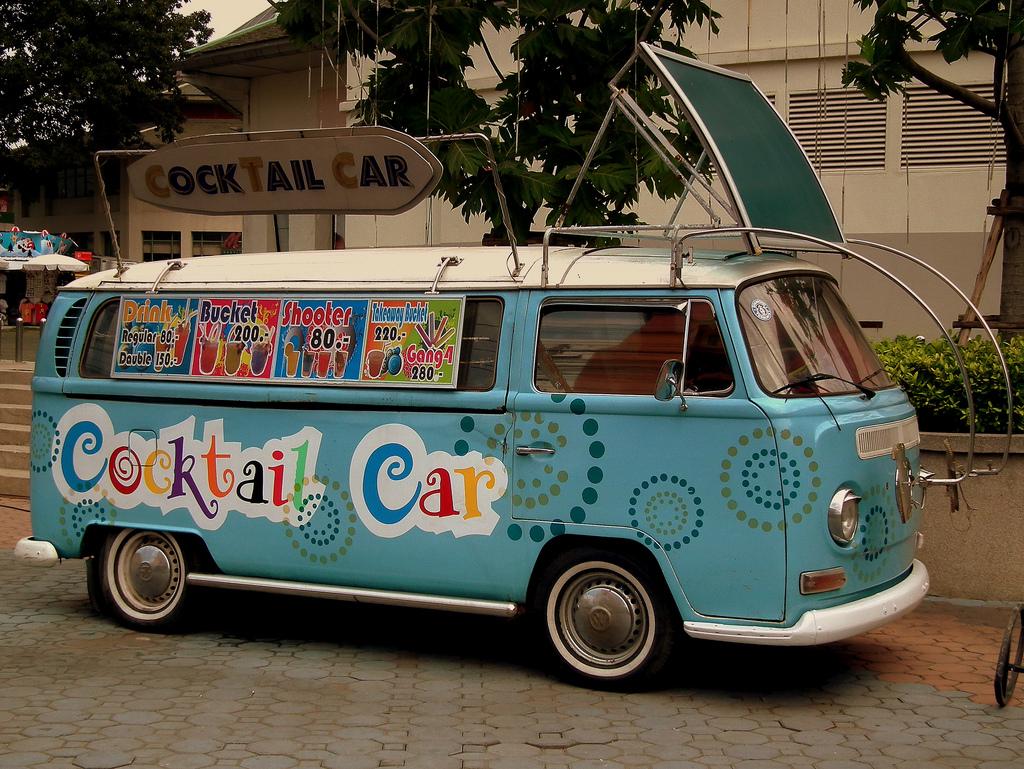 cocktail-car-street-pub