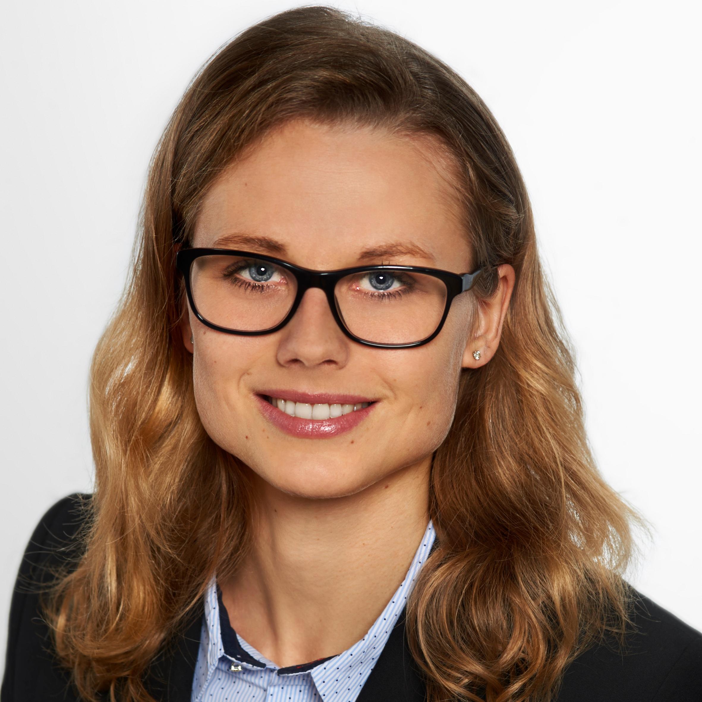 Martina Raabe   Senior Consultant  Data Science   LinkedIn  |  Xing