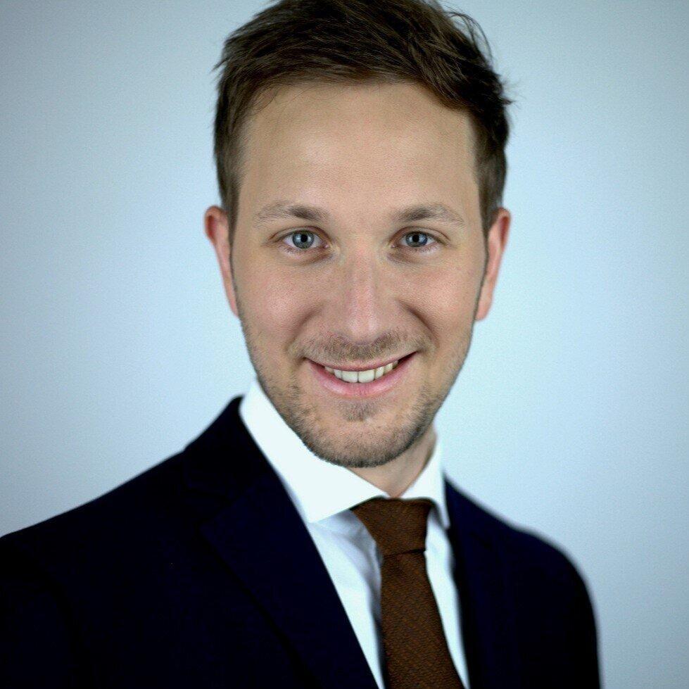 Carsten Preuß   Consultant  Open Banking   LinkedIn  |  Xing
