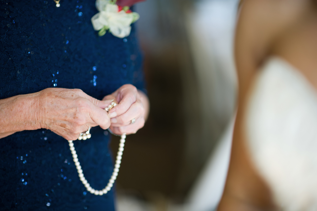 Florida-Wedding-Photographry-GettingReady-pearls.jpg