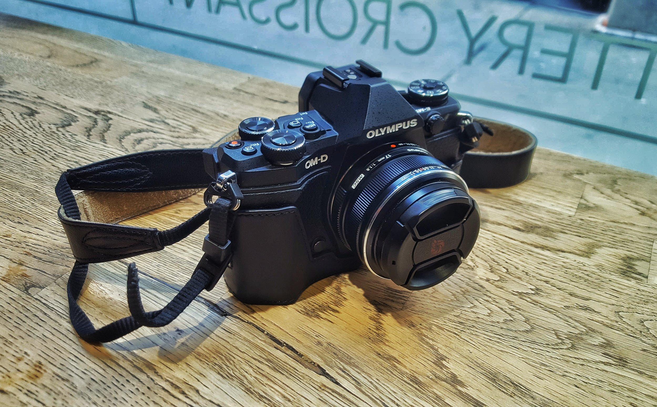 Olympus OMD-EM5 Mark II M4/3 Mirrorless w/ Olympus M.Zuiko 17mm f1.8