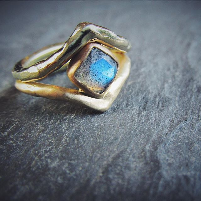Nothing like a flashy labradorite to brighten your day! . . . . . #labradorite #rosecutlabradorite #beststoneever #ericafreestone #weddingrings #customrings #rings #engagementring #oneofakind
