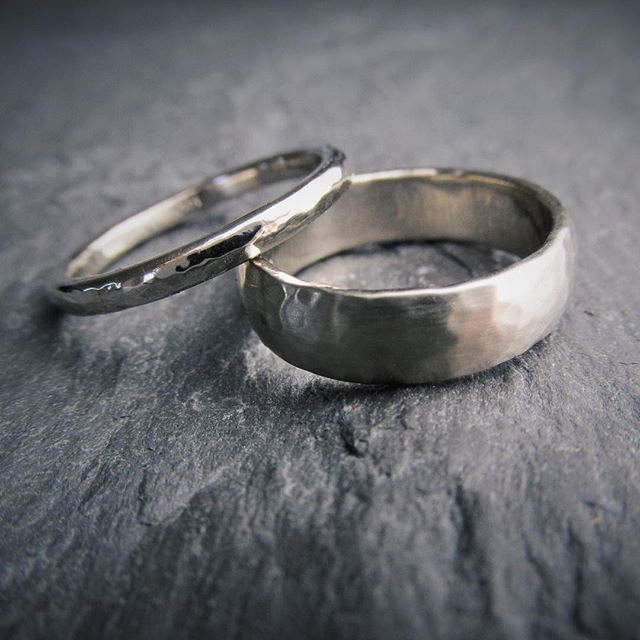 A sweet hammered set for an awesome couple who live in one of my favorite cities ever, Toronto. ❤️ . . . . . . #hammeredbands #weddingsrings #ido #marryme #hammer #forged #texture #handforged #whitegold #gold #goldrings #hisandhers #yes