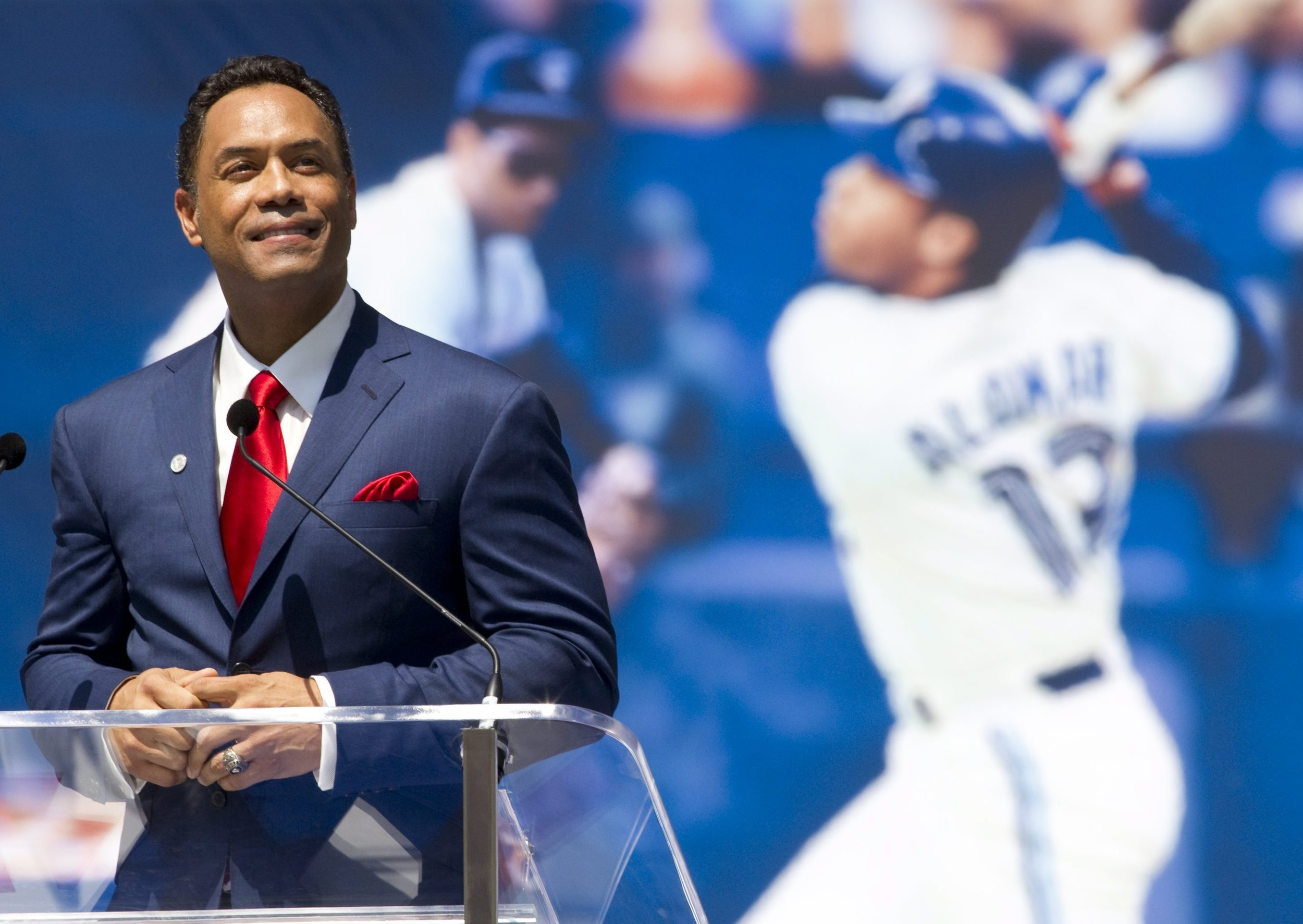 Blue Jays Hall of Famer Robbie Alomar says that the Jays have the players now, they need the support of the 26th Man ... the fans, sounding like Dave WInfield in 1992.