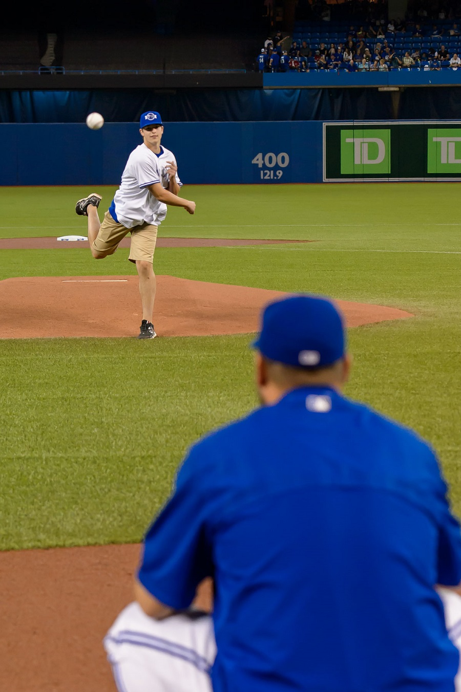Prairies MVP Carson Perkins (2-0) threw out the first ceremonial pitch to Blue Jays LHP Mark Buehrle before the Boston Red Sox-Jays game Friday night. Photo Michelle Prata.
