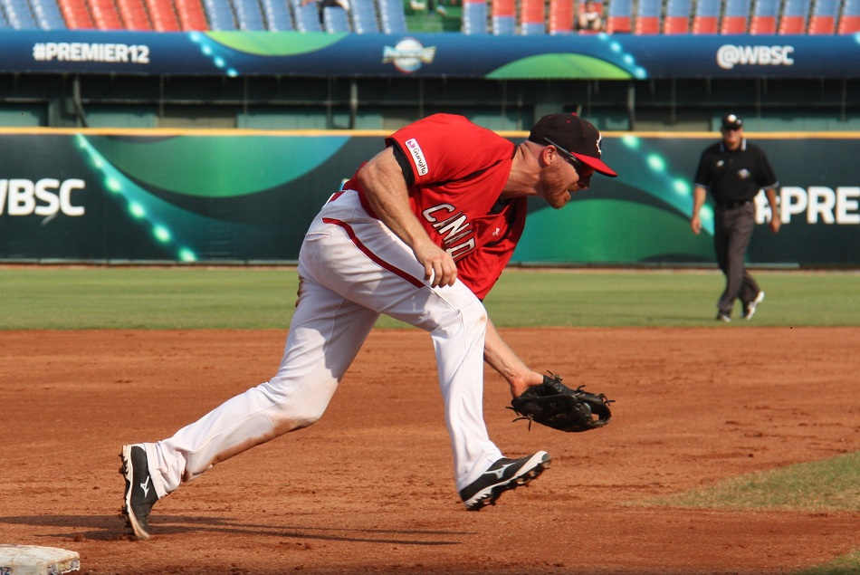 Peter Orr gobbles up a ground ball at third base during Canada's 4-3 quarter-final loss to Mexico.