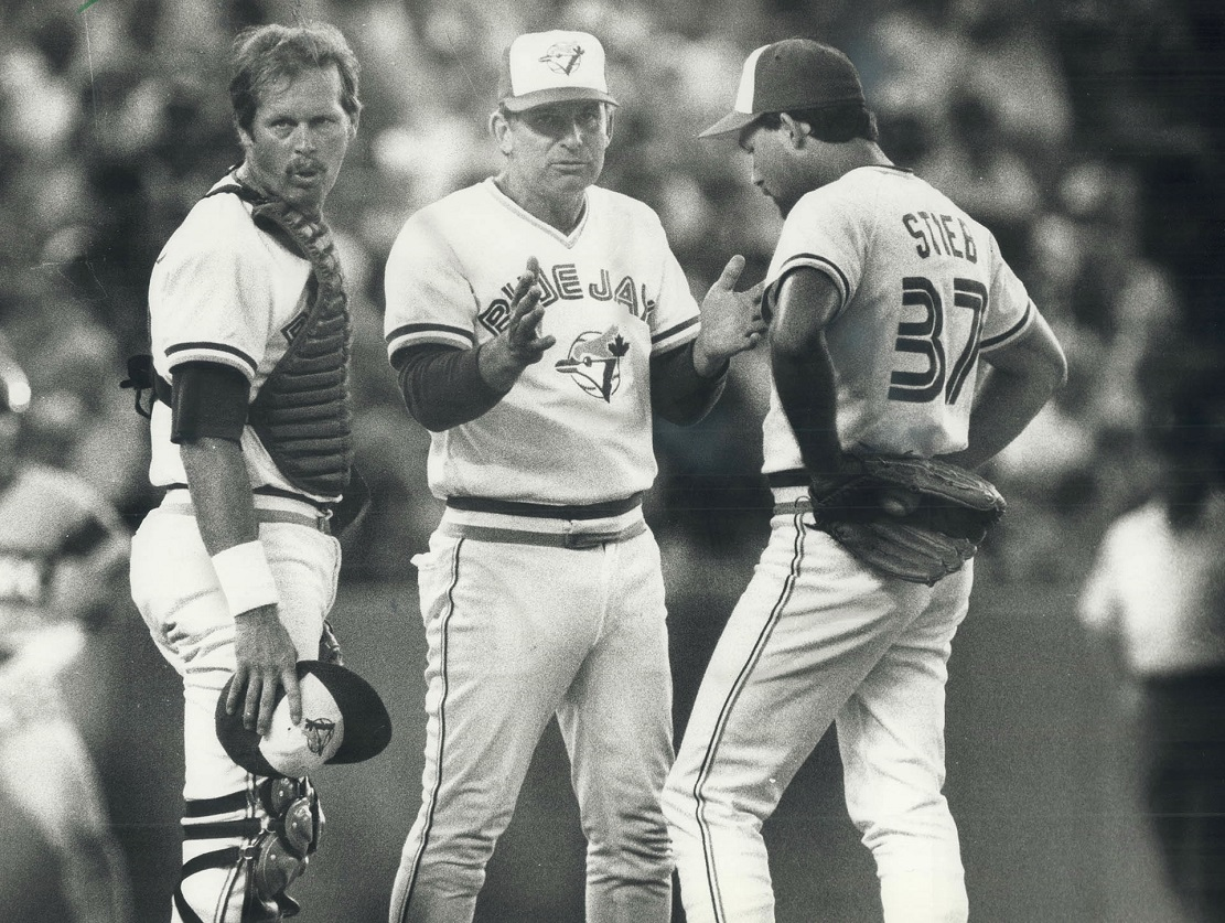 Blue Jays manager Bobby Cox talks to RHP Dave Stieb (37) and C Ernie Whitt.