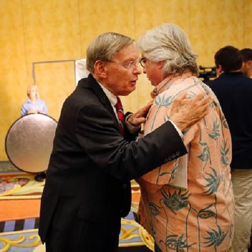 Former commissioner Bud Selig speaks with Gerry Fraley